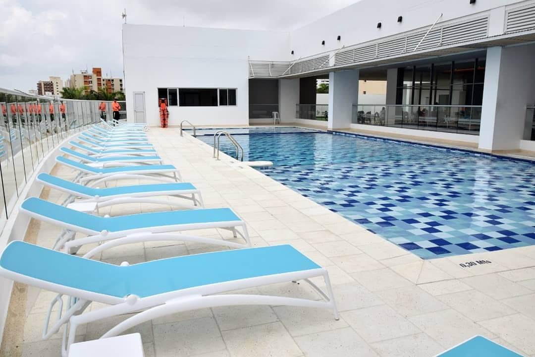 Servicio piscina hotel Génova Prado