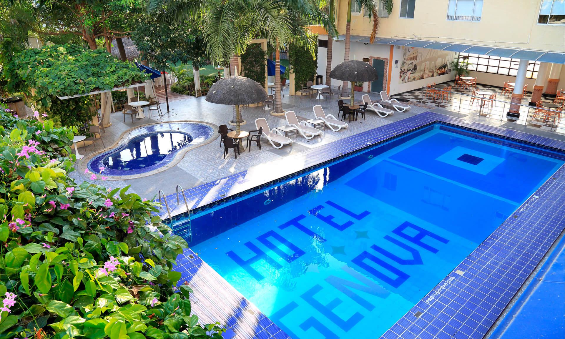 Servicio piscina en Hotel Génova Centro